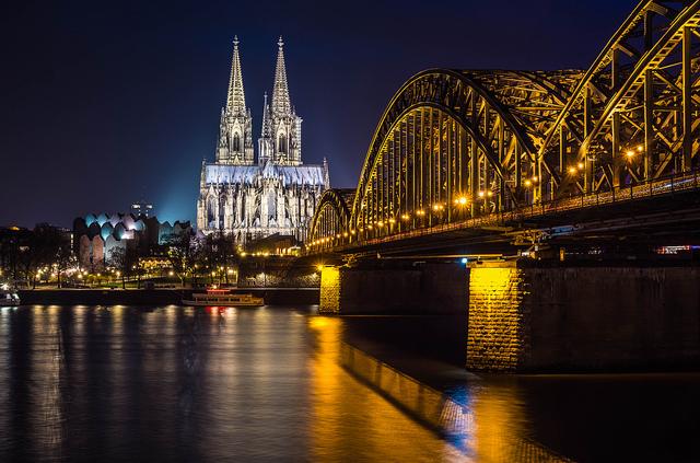 Kölner Dom bei Nacht (Retrieved from Flickr - Ralle Rabel)