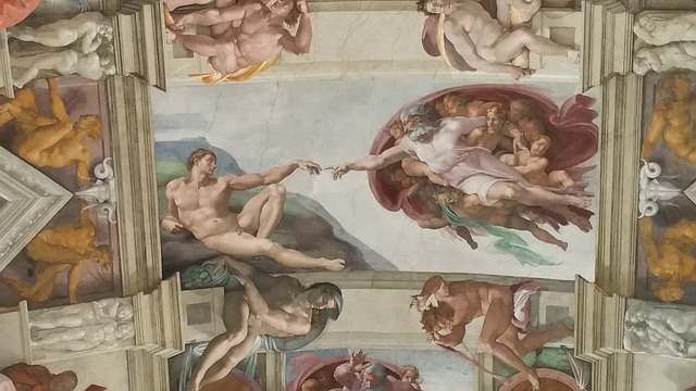 Zeichnungen an der Decke der Sixtinischen Kapelle (Retrieved from Pixabay - waldomiguez)