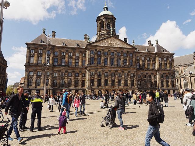 Palais op de dam (Retrieved from Flickr - Eric de Redelijkheid)