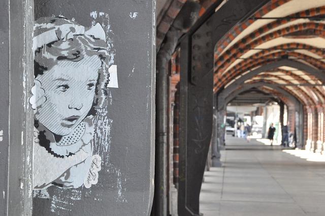 Straßenkunst in Berlin (Retrieved from Pixabay - LenaLensen)