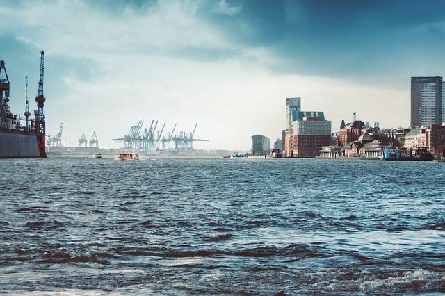 Hamburger Hafen (Retrieved from Pixabay . basti_va)