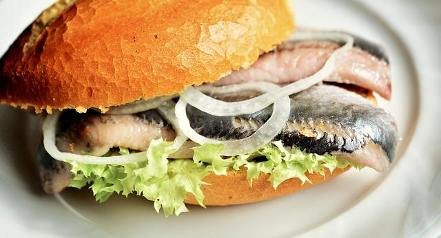 Hamburger Fischbrötchen (Retrieved from Pixabay - congerdesign)