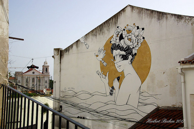 Streetart in Lissabon (Retrieved from Flickr - Heribert Bechen)
