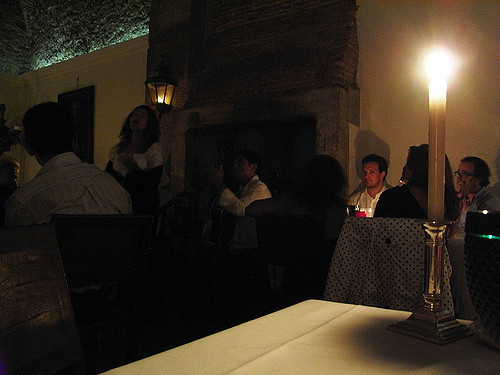 Traditionelles Fado Lokal (Retrieved from Flickr - Javier Lastras)
