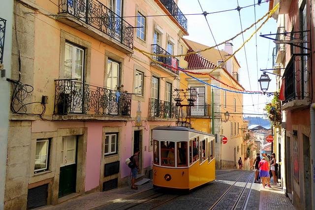 Bahn in Lissabon (Retrieved from Pixabay - Laura Rinke)