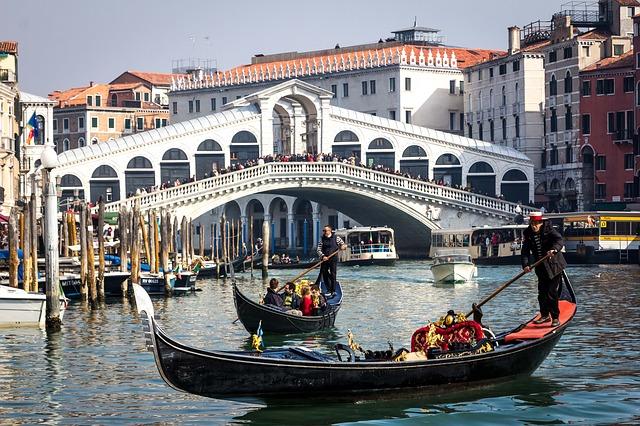 Gondelfahrten in Venedig (Retrieved from Pixabay - LunarSeaArt)