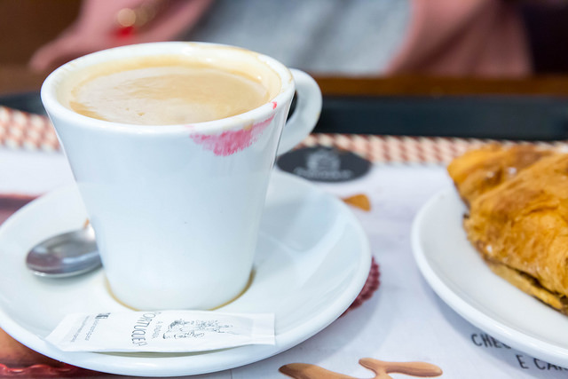 Kaffeepause in Lissabon (Retrieved from Flickr - Marco Verch)