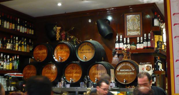 Sherry-Fässer in Tapas-Bar