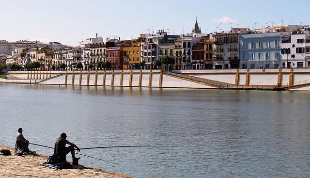 Triana vom Guadalquivir aus
