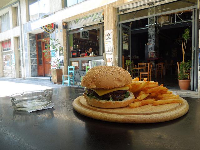 Auch in Athen gibt es westliches Fastfood (flickr - ☮)