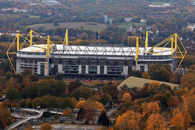 der Signal Iduna Park, genannt Westfalenstadion (retrieved from: flickr - Dirk Vorderstraße)