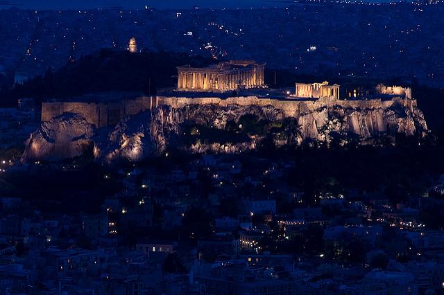 Sicht auf die beleuchtete Akropolis (retrieved from flickr - Manos)