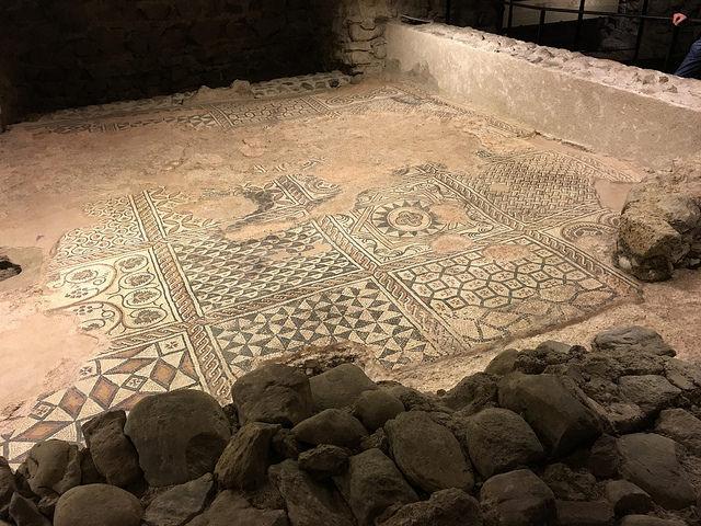 Verzierter Boden in den Katakomben