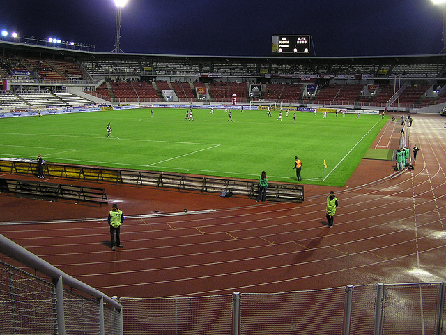 Leere Tribünen im Strahov-Stadion (retrieved from: flickr - screw badluck)