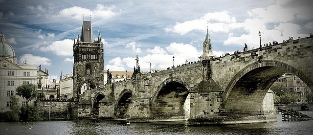 Karlsbrücke (retrieved from: pixabay - Pixaline)
