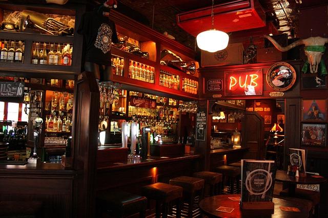 Wer früh kommt, findet sich womöglich in einem leeren Pub wieder (retrieved from: pixabay - EvaBergschneider)