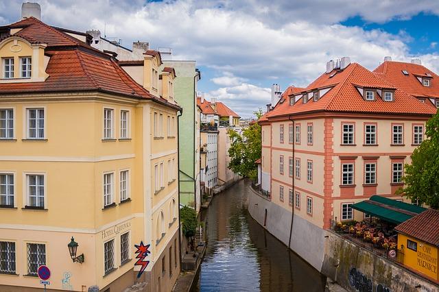 Wohnhäuser in Kleinseite (retrieved from: pixabay - Lukoe21)