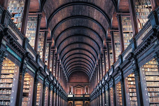 Trinity College Library (retrieved from: pixabay - Skitterphoto)