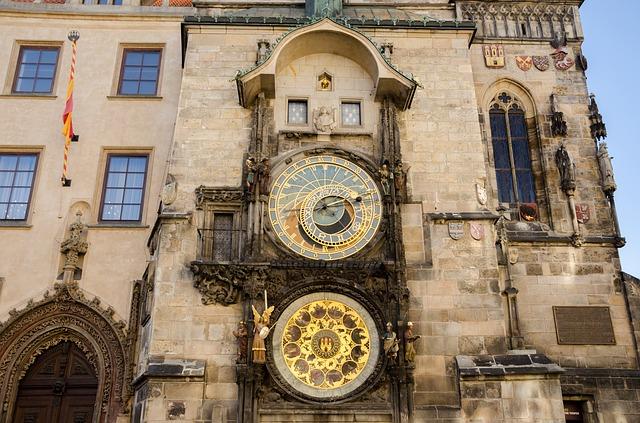 Die astronomische Uhr am Rathaus (retrieved from: pixabay - USA-Reiseblogger)