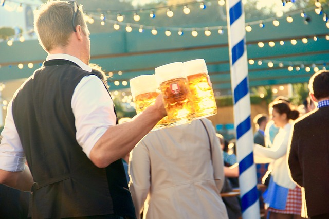 Oktoberfest in München (retrieved from: pixabay - motointermedia)